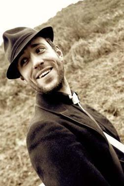 http://leblogdetiti.cowblog.fr/images/Articles/charliewinstonhobolikeahobo.jpg